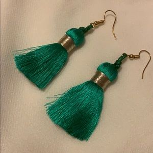 Jewelry - Earrings made by hand; Of thread. Beautiful!